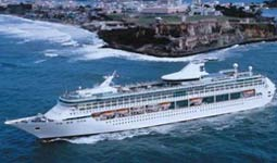 Vis�o externa do navio de cruzeiro Splendour of the Seas da Royal Caribbean International